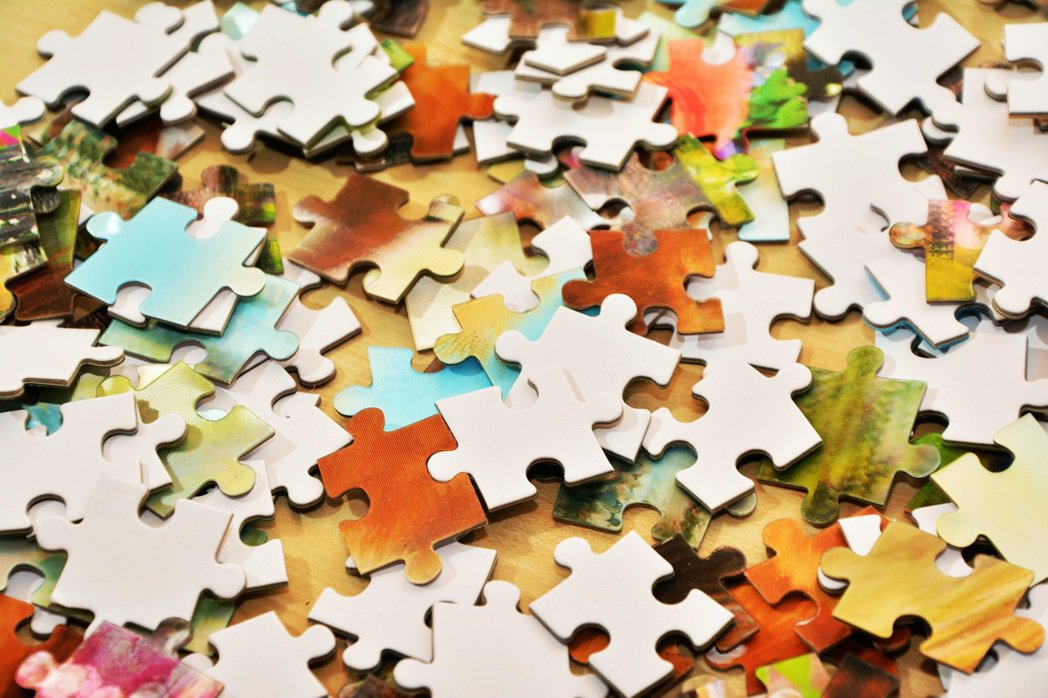 針對可能出現負向情緒的失智者,有專家建議可採取「漸進式告知」的方法,先丟出相關的...