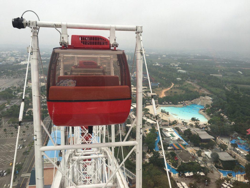 「天空之夢」直徑120公尺,運轉一圈25分鐘,車廂達到最高點時海拔總高達384公...