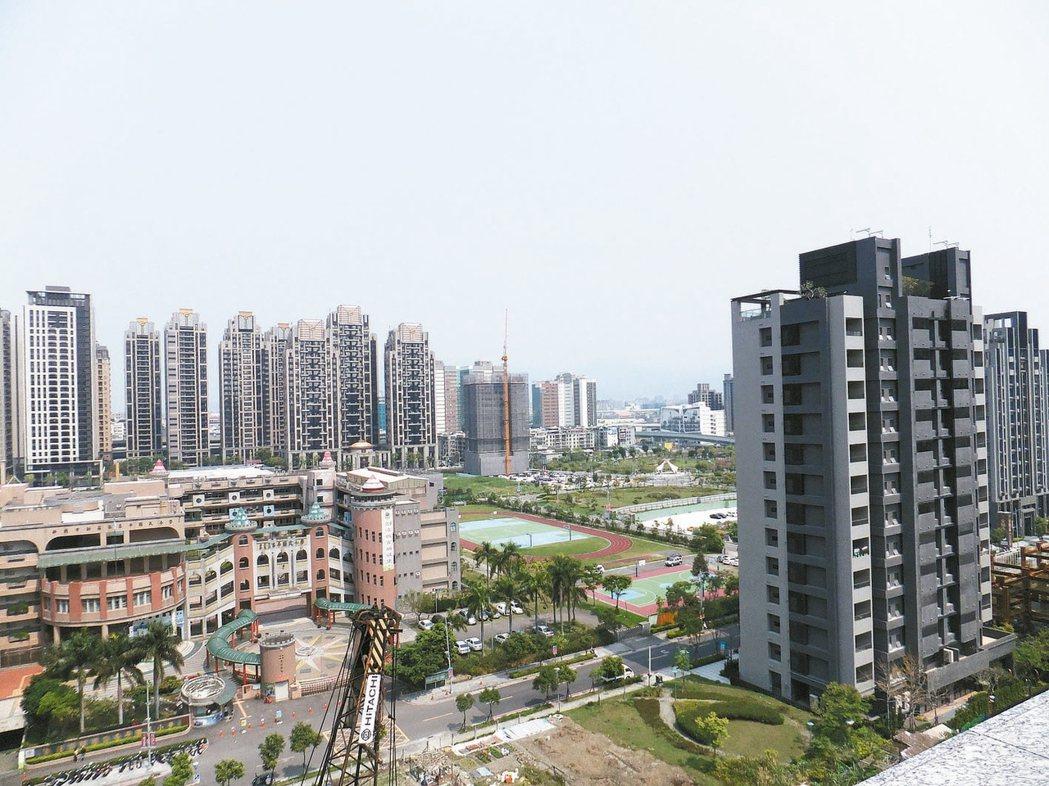 六都4月買賣移轉棟數達1.5萬戶,較去年同期增加5%,台灣房屋智庫資深分析師陳炳...