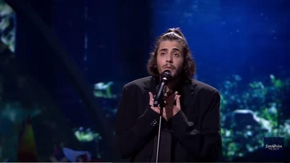 法新社報導,參賽的27歲歌手索布拉爾(SalvadorSobral)正等待心臟移...