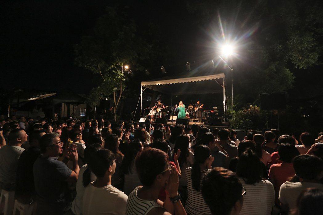 家家出道5年首度回到台東鐵花村開唱。圖/相信音樂提供
