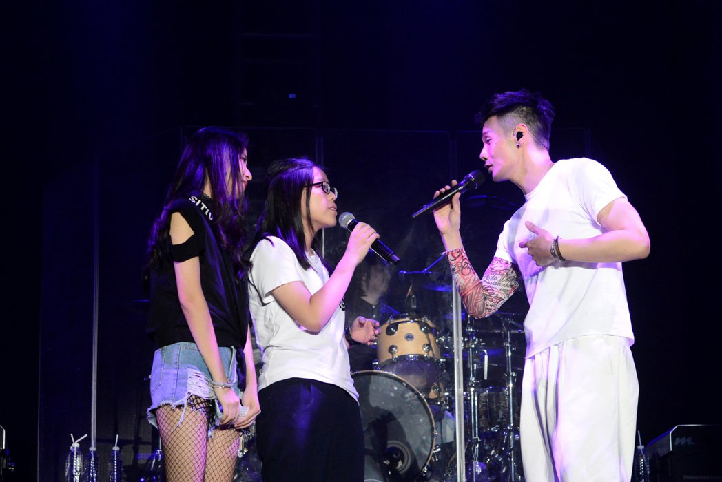 李榮浩的2017「有理想世界巡迴演唱會」13日晚上唱進新加坡。圖/華納音樂提供