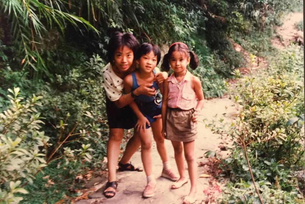 蔡依林(右)小時候就長得很可愛。圖/摘自臉書