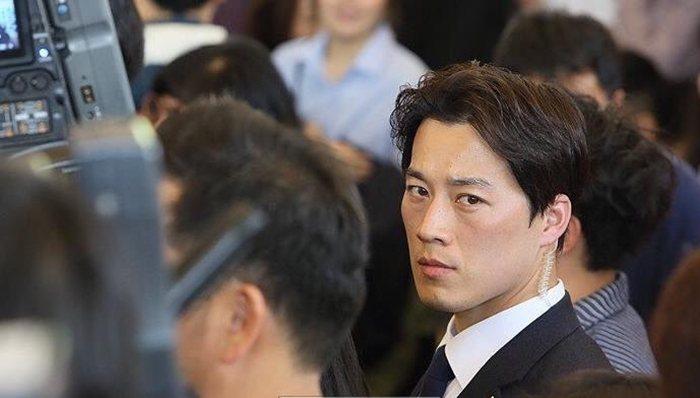 南韓新總統文在寅的隨扈崔英載,因帥氣外型引起網友熱議。 圖/取自網路三韓觀察家