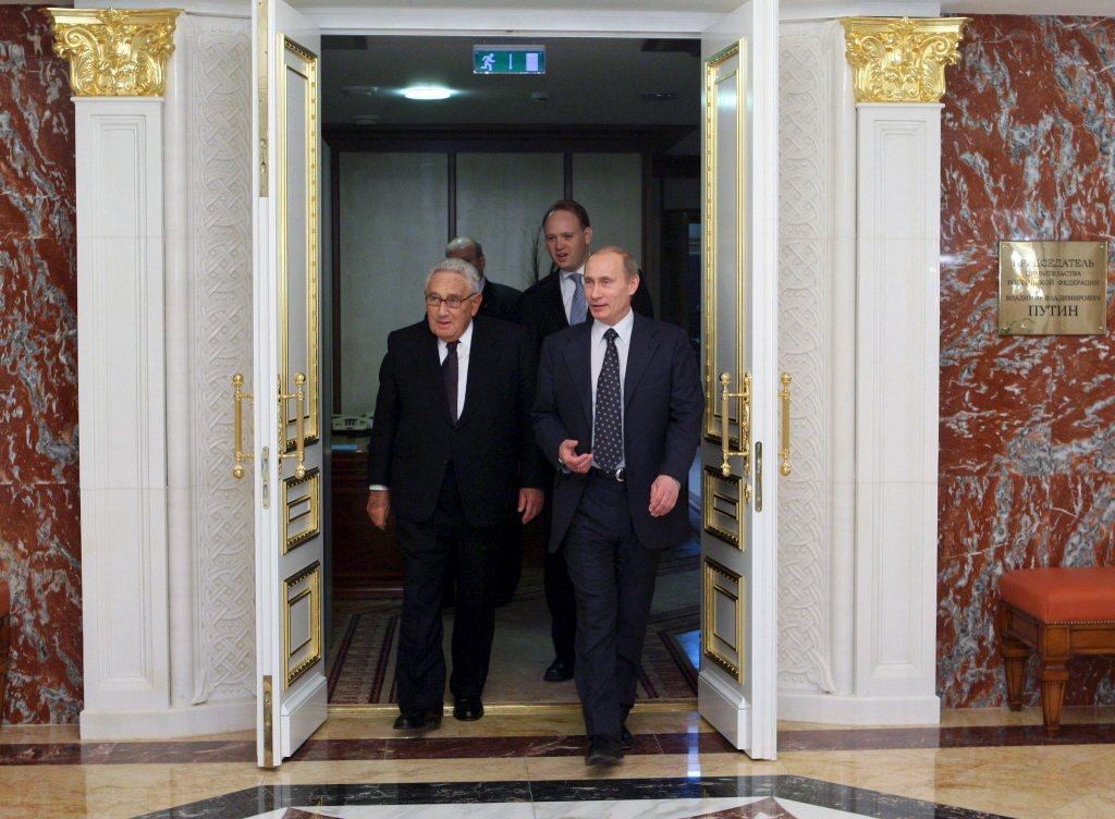 重建美俄兩極體系,即是切斷中俄之間的地緣政治合作,確保美俄之間的地緣政治衝突能降...