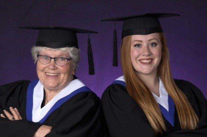今年76歲的莫妮卡將與孫女一同從高中畢業。圖片來源/CBC