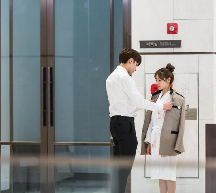 韓國演員成勛、Secret主唱宋枝恩上演一段當總裁愛上兩光營養師的浪漫情節,各種...