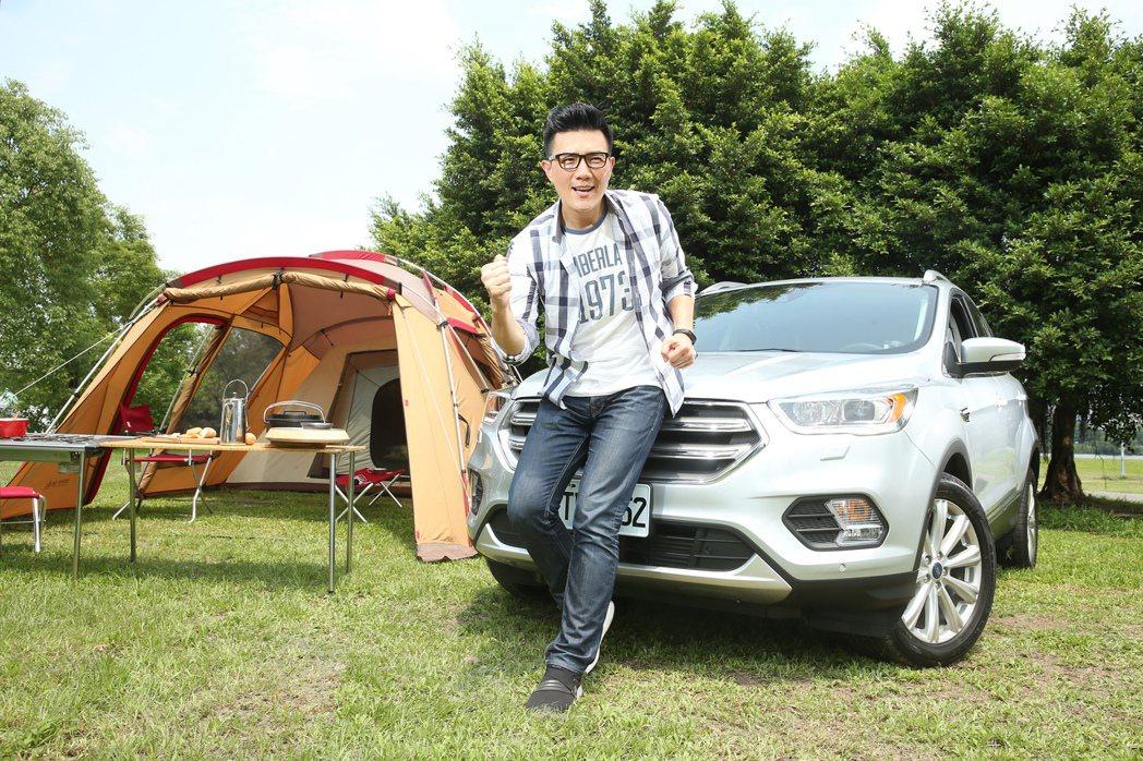 蔣偉文親身體驗Ford Kuga及都市露營樂趣。 記者陳立凱/攝影