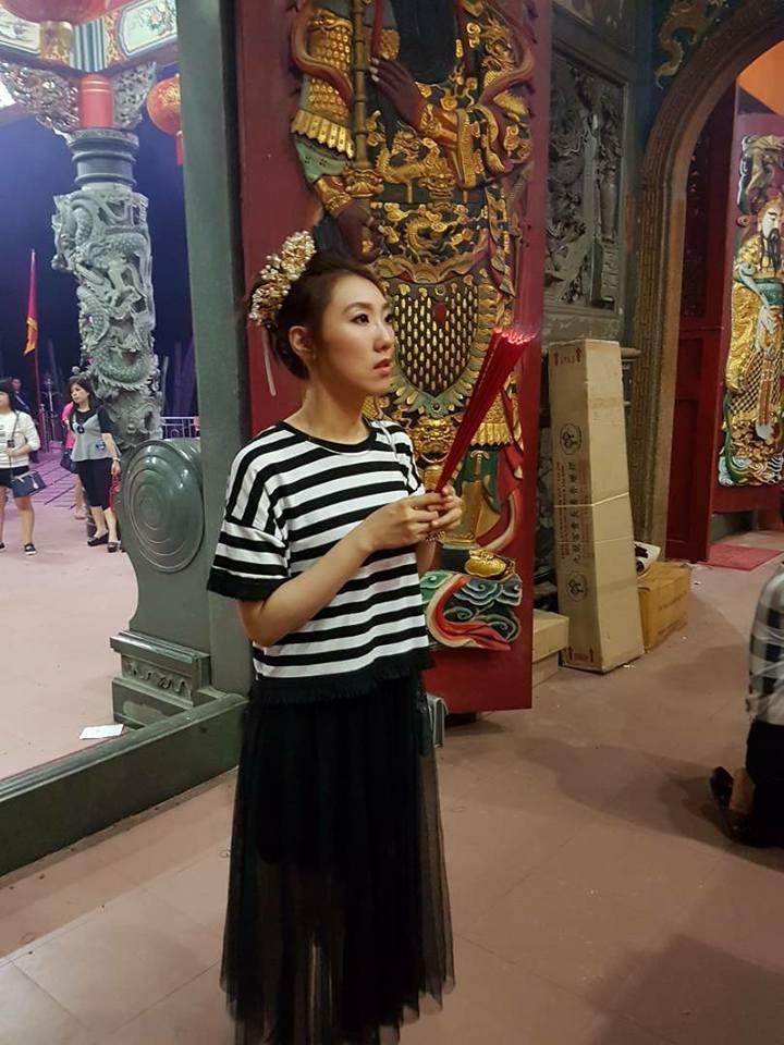 謝金晶在印尼演出前後還去廟裡拜拜,為父親祈福。圖/摘自chang bambang...
