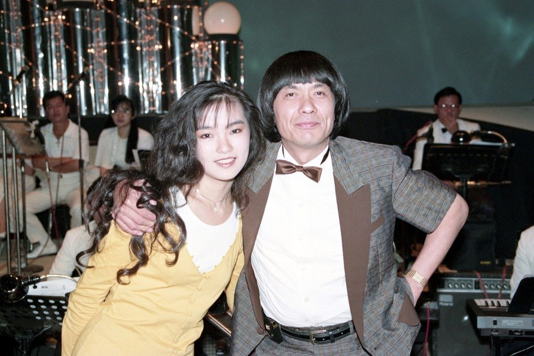 豬哥亮(左)與女兒謝金燕。本報資料照片