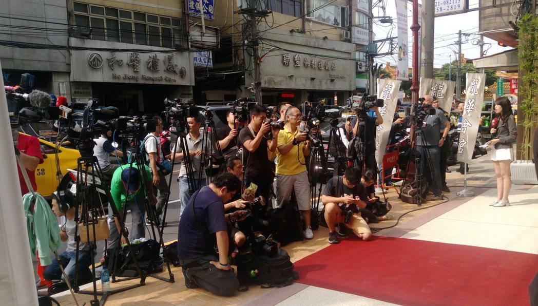 現場有大批媒體等候。記者林怡秀/攝影
