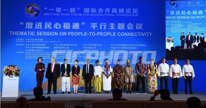 「一帶一路」國際合作岑嶺論壇揭幕當天,會議現場的同傳耳機裡同步翻譯成18種說話。...