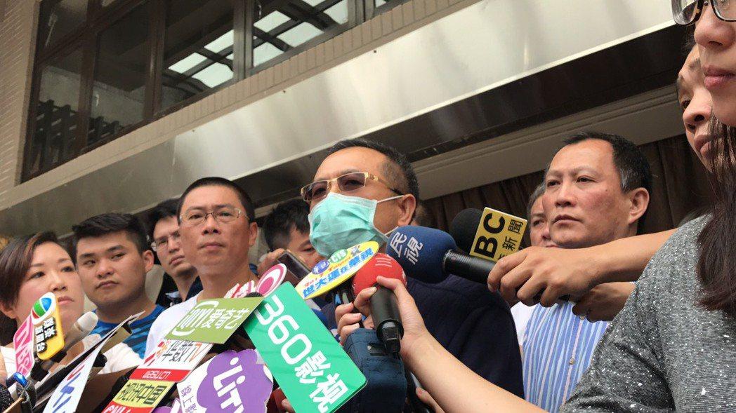 豬哥亮長子說,「父親在沒有病痛的狀況下,安詳的離開!」記者江孟謙/攝影