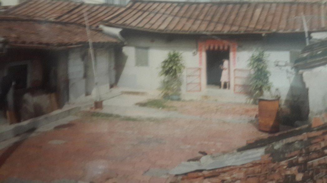 藝人豬哥亮位於高雄市左營區故居。圖/謝金鳳提供