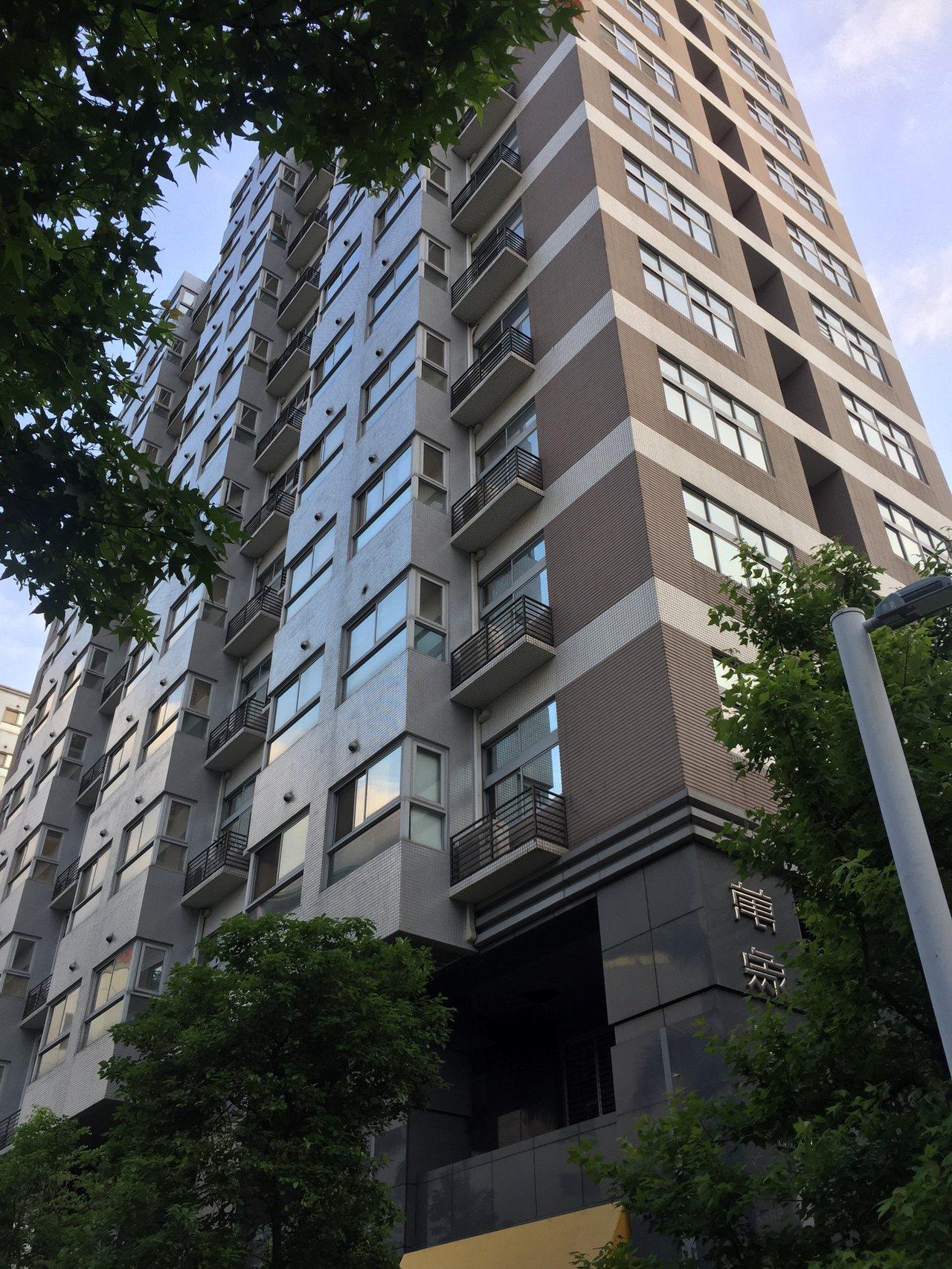 工業區不得為住宅使用,不過,台北市工業宅「萬象之都」卻出現每坪9字頭身價。台灣房...