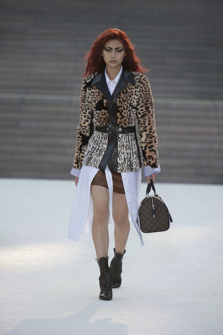 就連日本街頭年輕女孩至今仍偏愛的豹紋元素,也成了Nicolas Ghesquie...