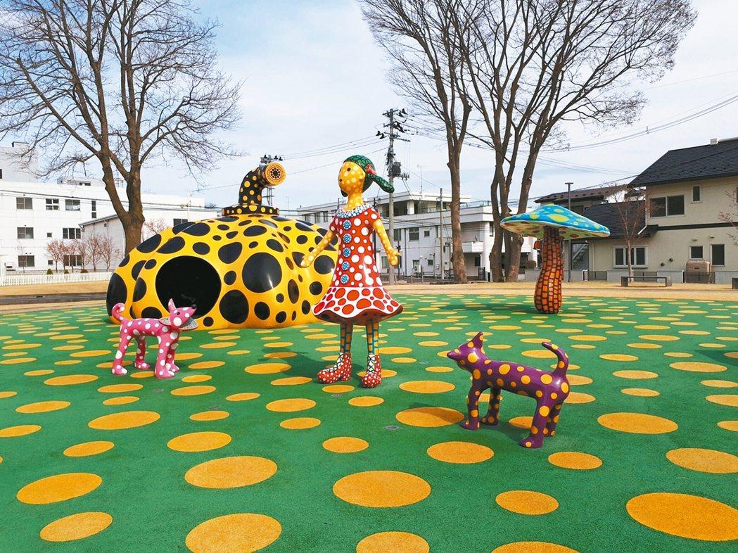 草間彌生的南瓜樂園是吸睛的公共藝術。 記者錢欽青/攝影