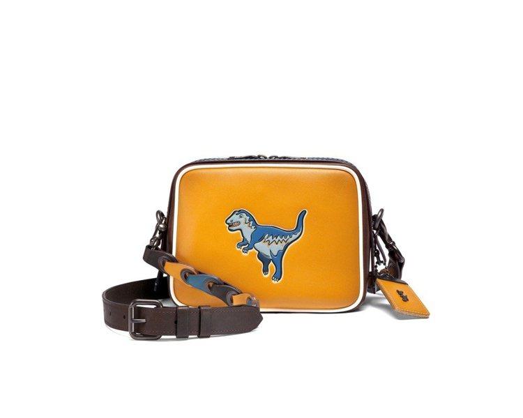 Rexy圖案相機包,售價25,800元。圖/COACH提供