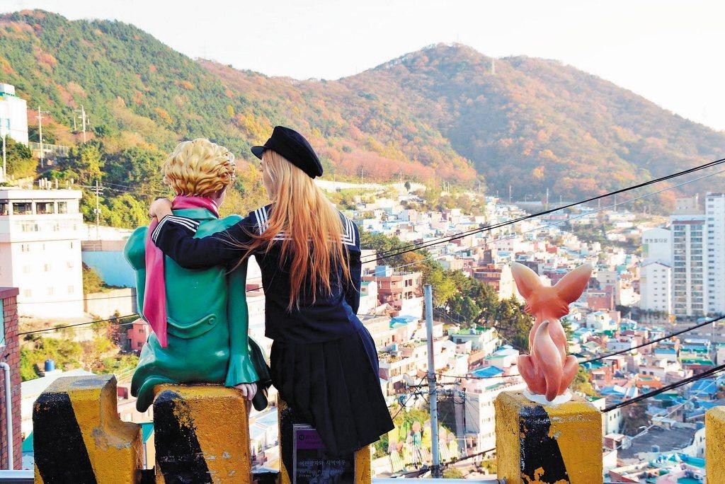 近來韓國觀光業表現得十分亮眼。圖為南韓甘川洞文化村是釜山必去景點之ㄧ。 本報系資...