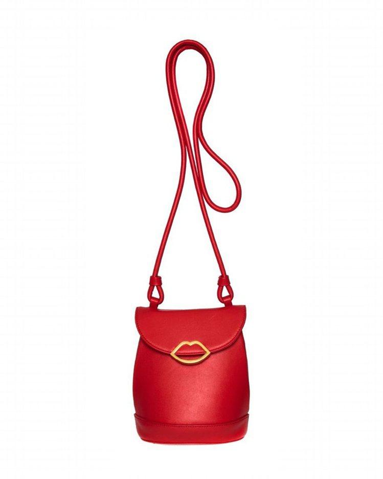 紅色迷你水桶包,13,800元。圖/LULU GUINNESS提供