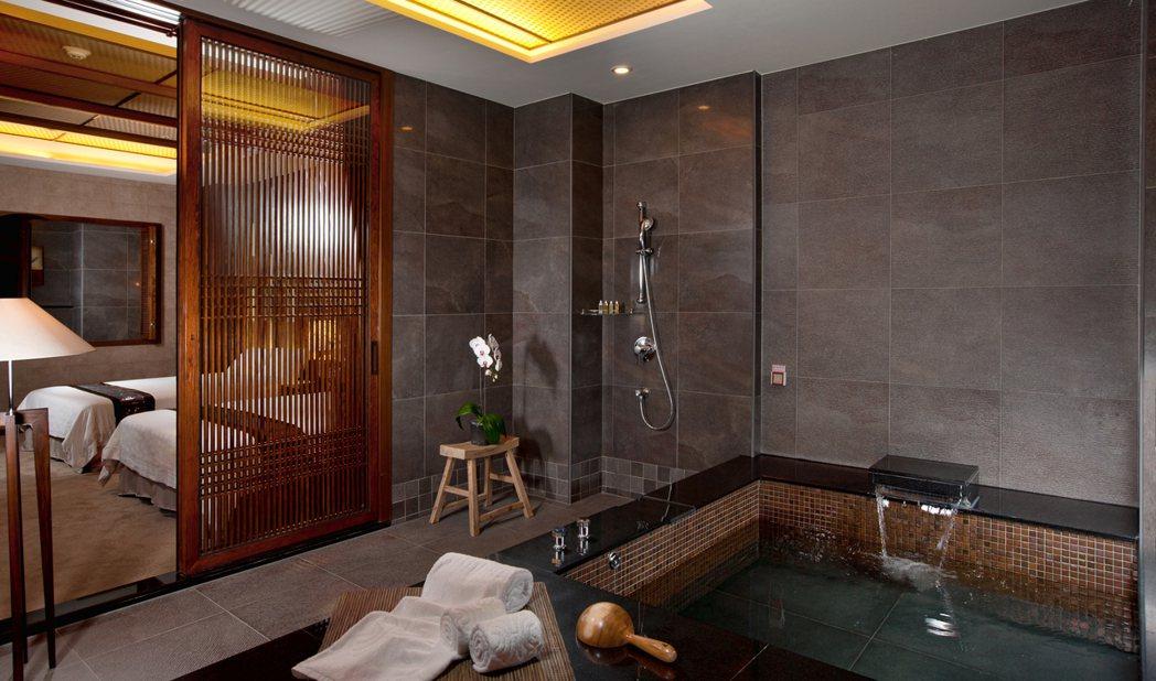 巧月套房浴池。花季/提供