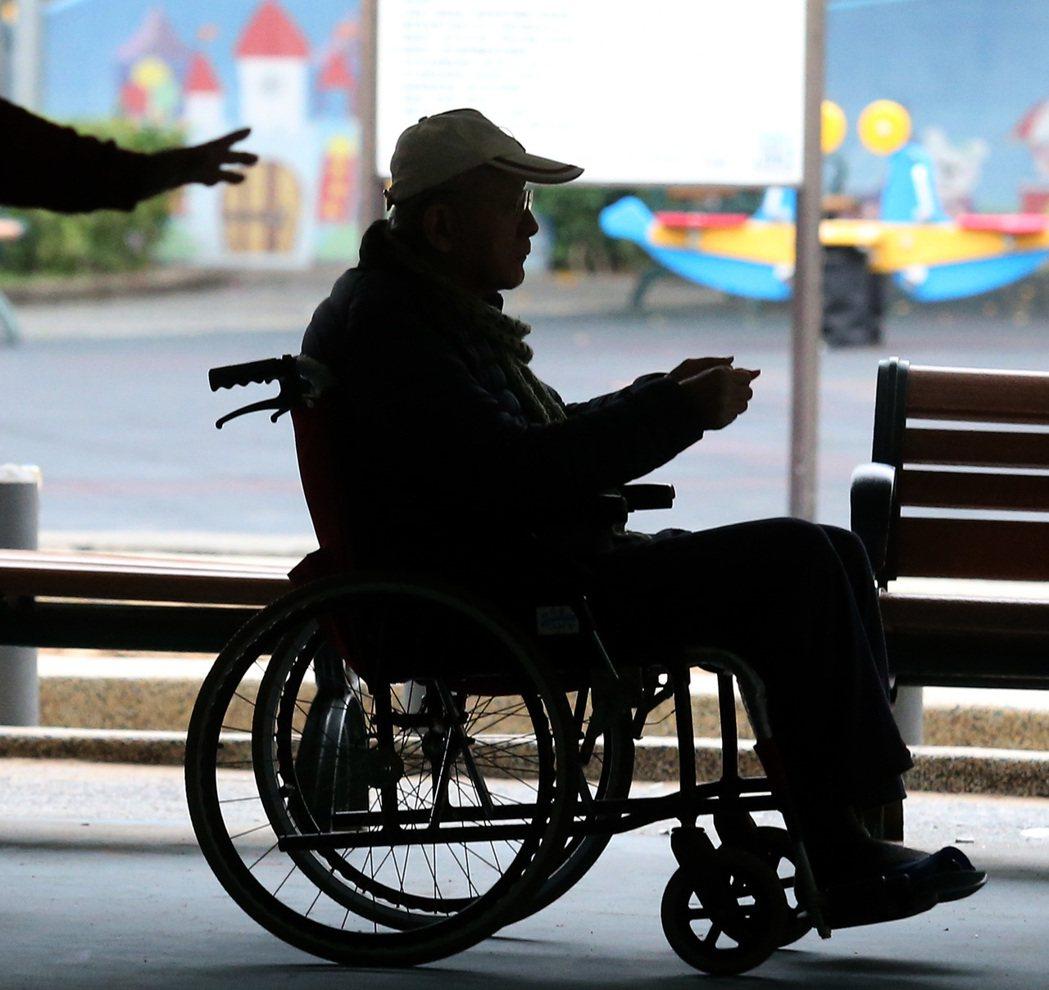 台灣老人自殺率已高過青壯年。 聯合報系資料照/記者林澔一攝影