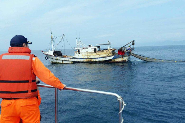 台灣立法從嚴,執法從寬的現象,在漁業界特別嚴重。根本性的問題在於,擁有立法權的漁...