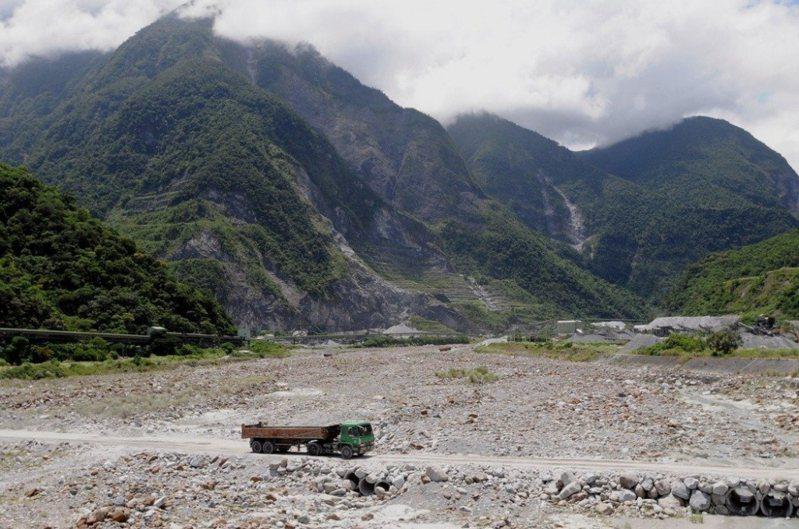 原住民族是土地的主人,不是礦場的工人