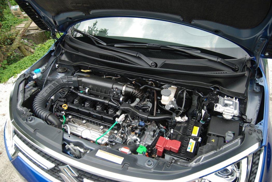 Suzuki Ignis 採用 1,242 升 Dualjet 直列 4 缸自然進氣引擎,搭配 CVT 無段變速箱,帳面數據為 91 匹/12.2 公斤米。 記者林鼎智/攝影
