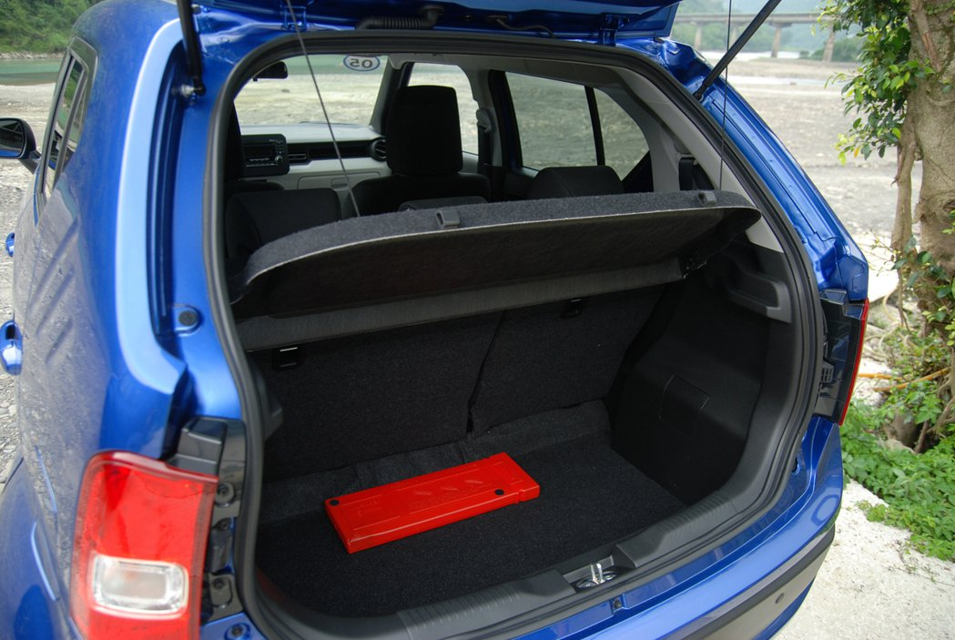 Ignis 的後廂在未傾倒時,對小車客群的車主來說僅能以「堪用」形容。 記者林鼎智/攝影