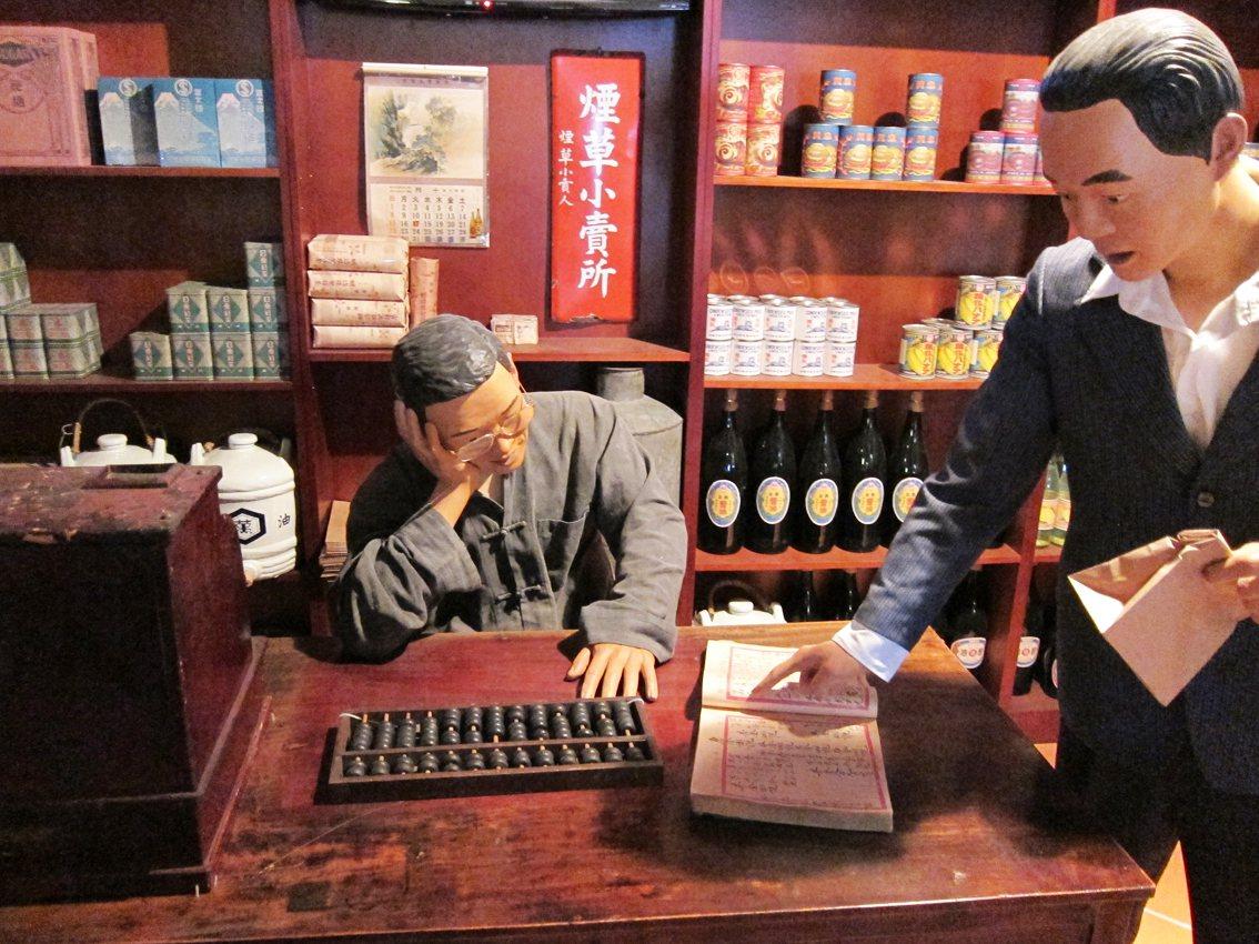 國立臺灣歷史博物館常設展中的雜貨店展區,後方擺設有茶葉。圖/國立臺灣歷史博物館蒐...
