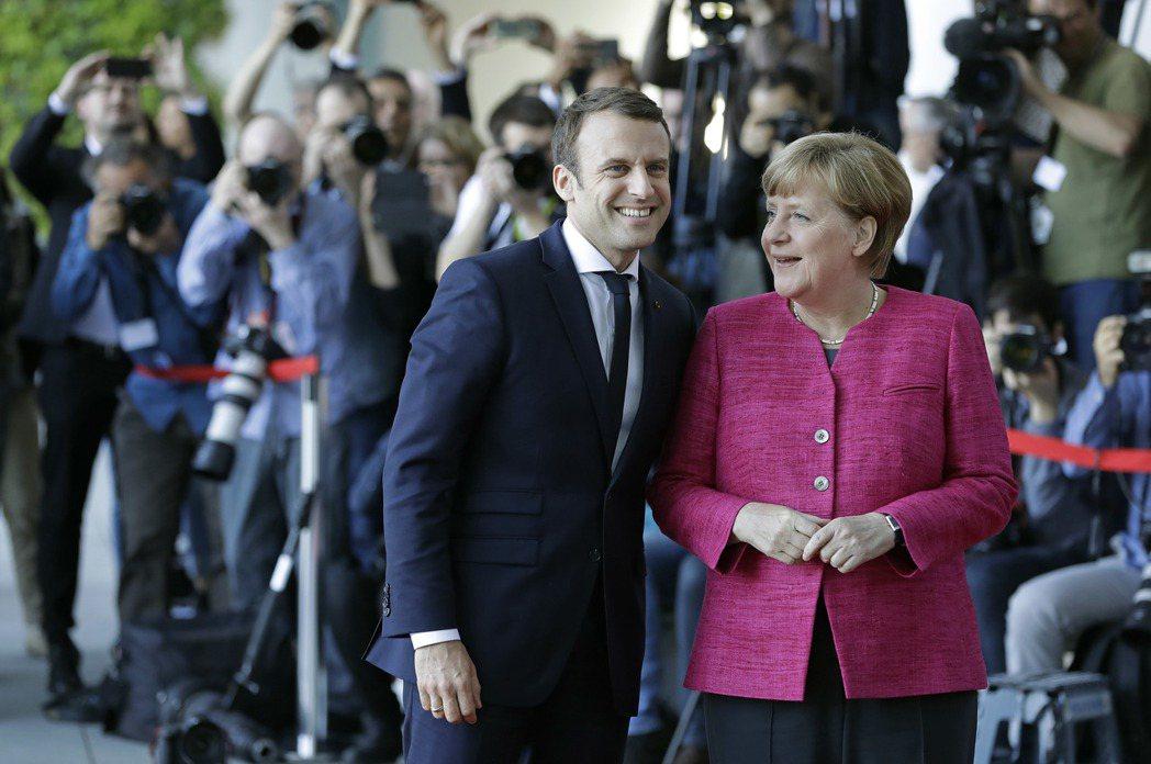 法國新任總統馬克宏於5月14日走馬上任後,便延續德法友好傳統,立即於就職第二天赴...