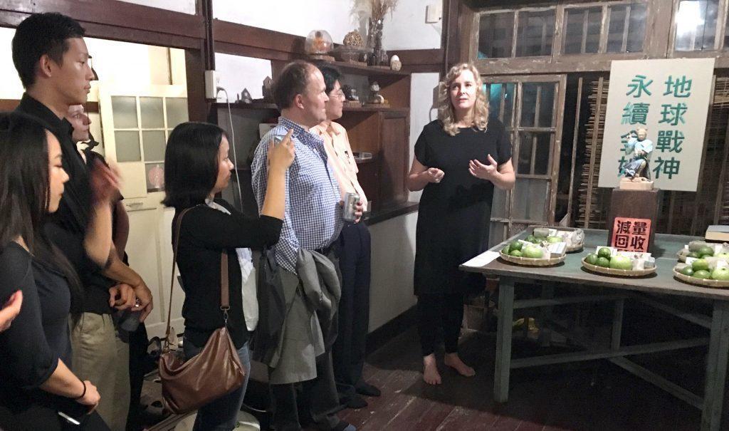 來自荷蘭的設計師莉莉安(右),在駐村期間完成以台灣傳統文化為出發視覺設計企畫「永...