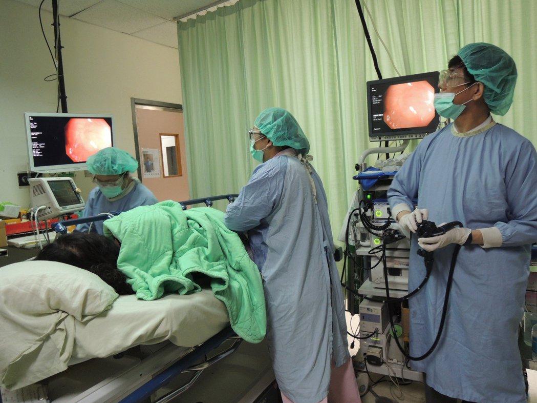 大腸鏡檢查可及早發現大腸癌,治療效果就越好。照片/彰化醫院提供