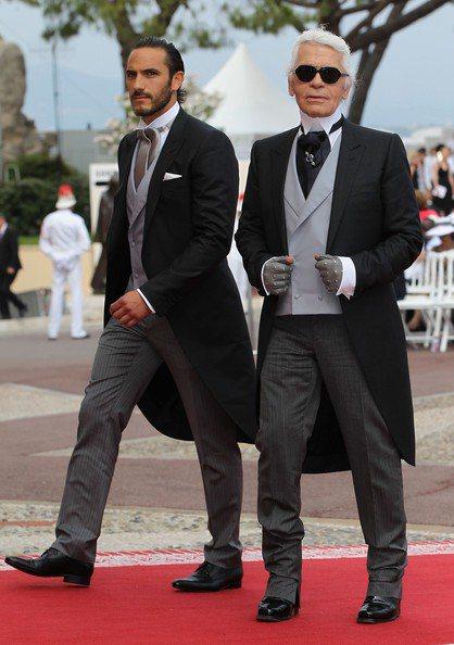 香奈兒創意總監卡爾拉格斐的保鑣S&#233bastien Jondeau(左)在...