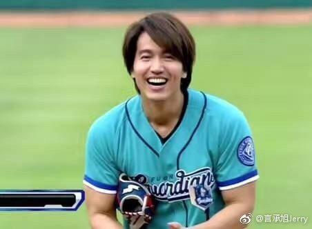 日前言承旭為中華職棒開球。圖/取自微博