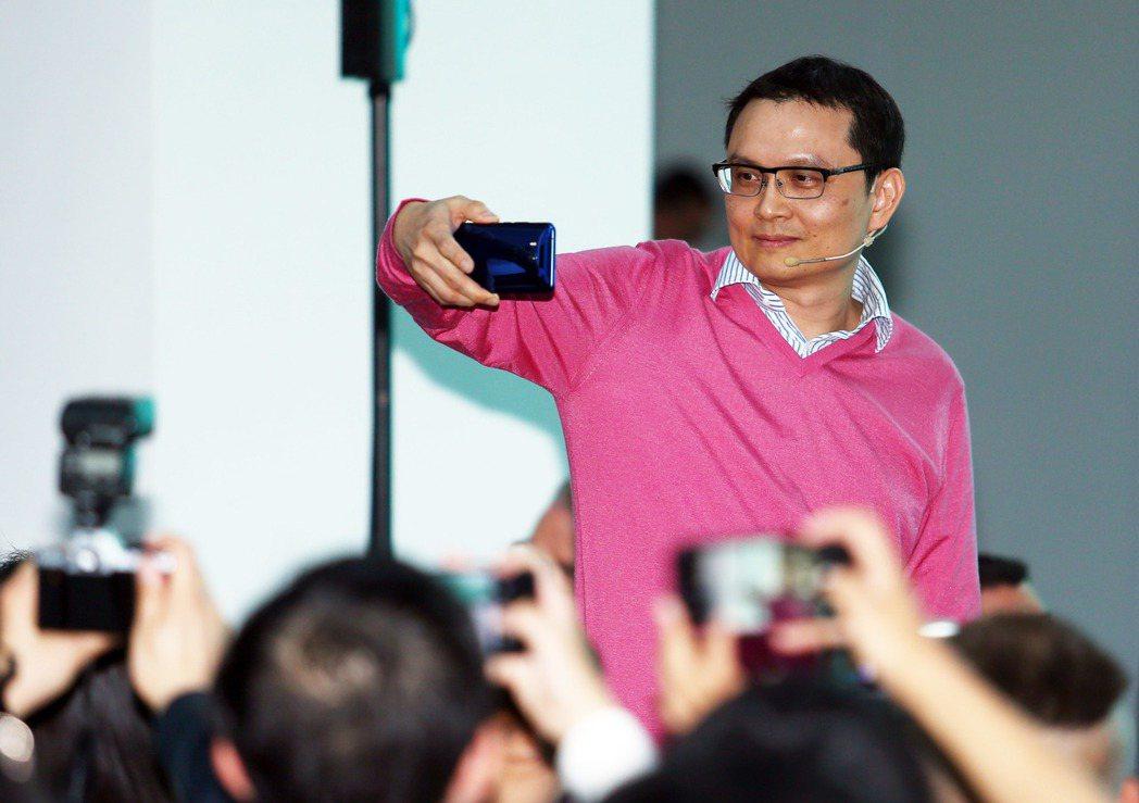 宏達電智能手機暨物聯網事業總經理張嘉臨離職。 報系資料照
