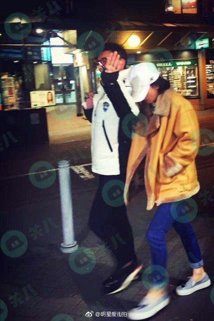 吳奇隆、劉詩詩在紐西蘭街頭散步的照片也在網路上曝光。圖/取自微博