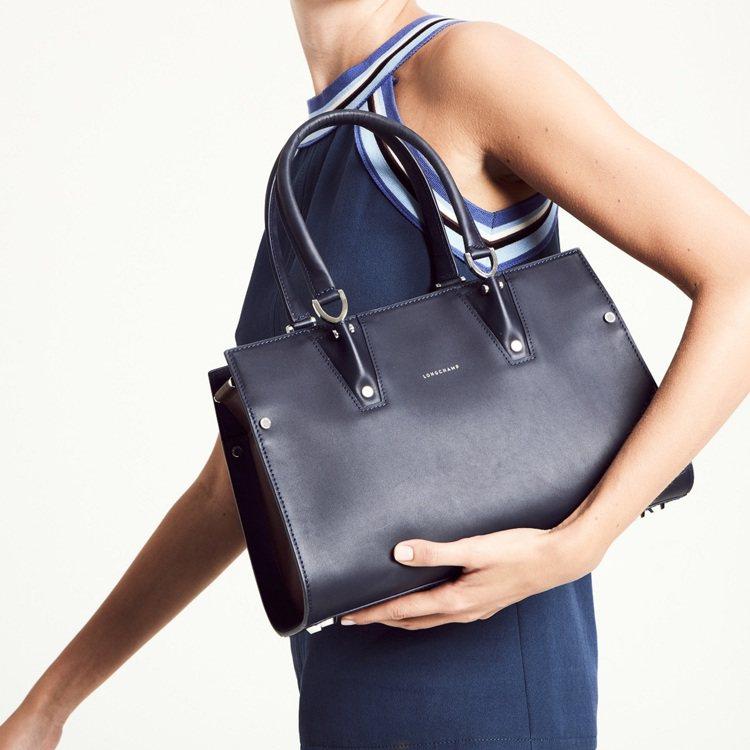 Paris Premier具都會包款輪廓。圖/Longchamp提供