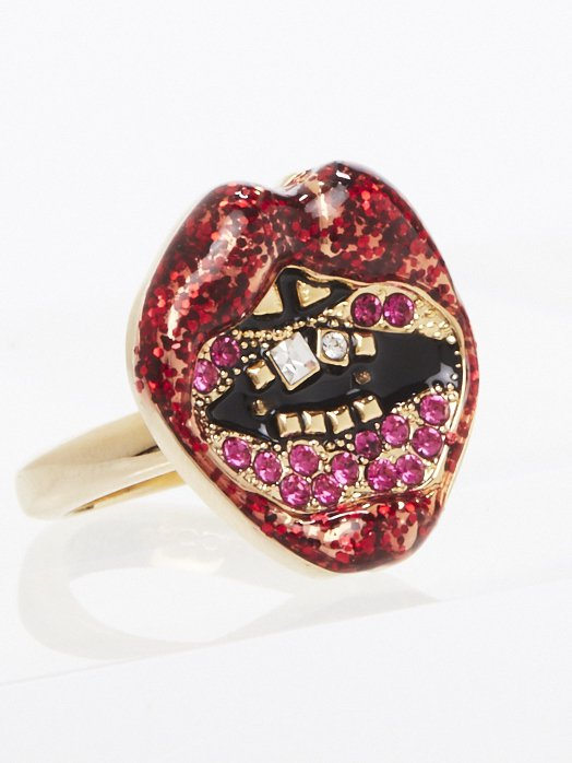 亮片紅唇戒指,3,290元。圖/Marc Jaocbs提供