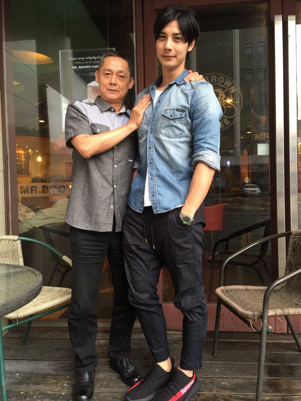 資深演員鄭平君簽入兒子鄭凱經紀公司,竟成了兒子的師弟。記者陳慧貞/攝影