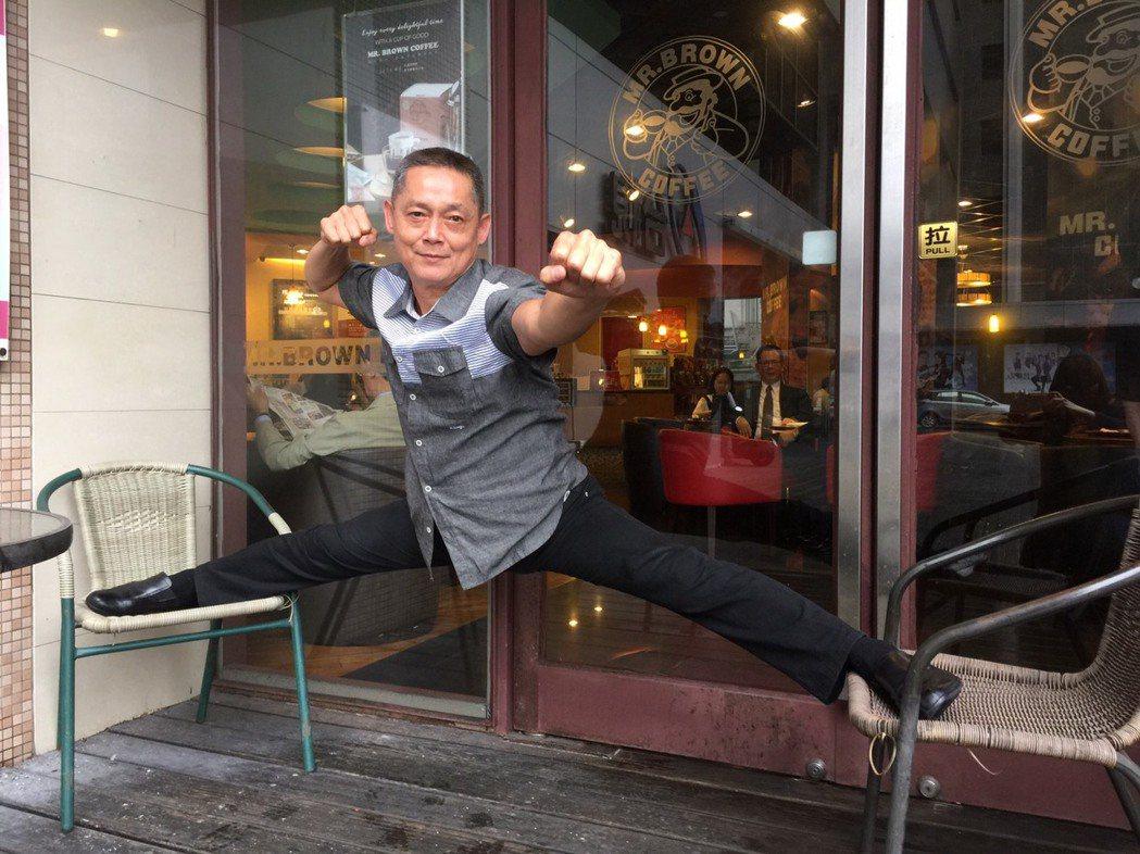 62歲鄭平君寶刀未老,到現在仍能懸空劈腿,功夫了得。記者陳慧貞/攝影