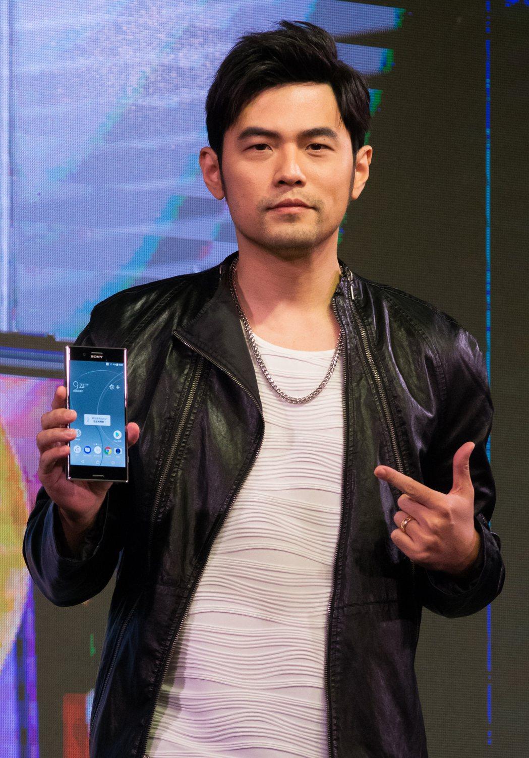 周杰倫現場展示Sony XZ Premium 960fps慢動作拍攝旗艦機。實習...