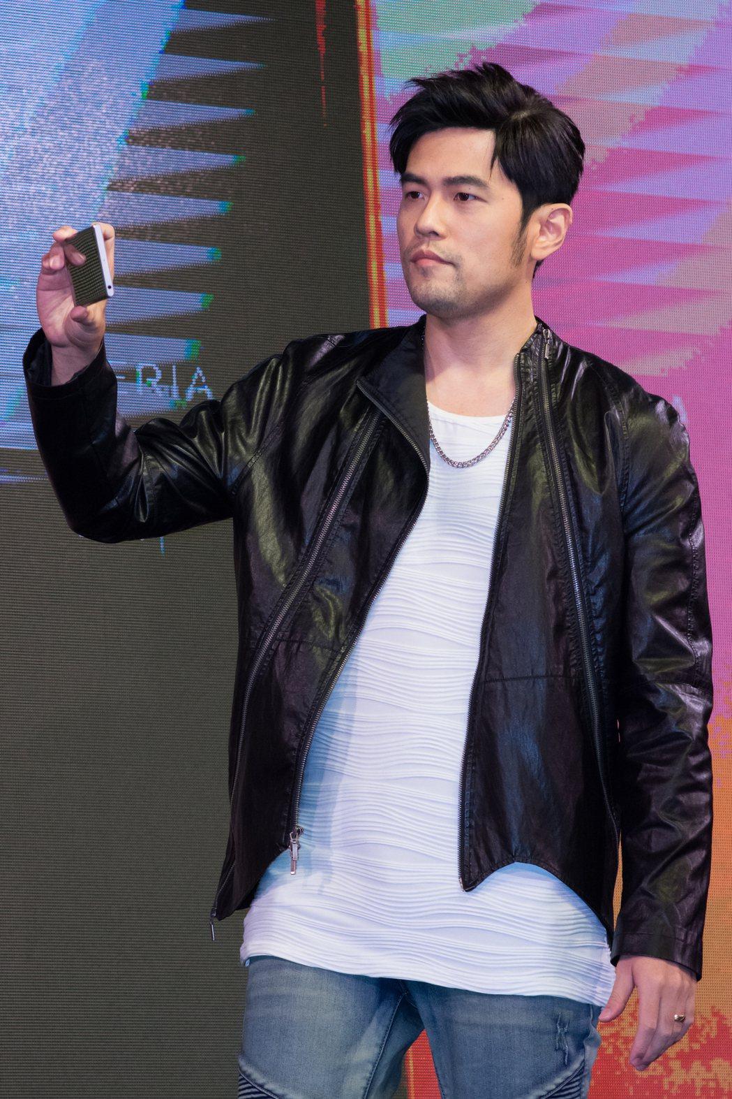 周杰倫現場示範Sony XZ Premium旗艦機的960fps慢動作拍攝功能。...