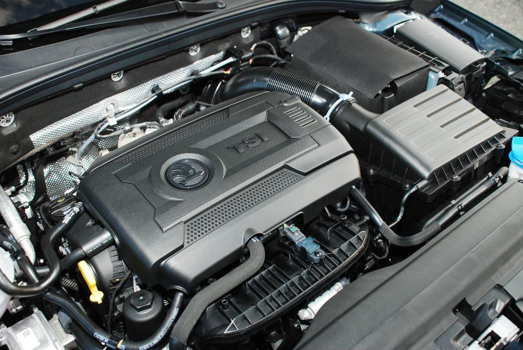 1.8 直列四缸TSI渦輪增壓引擎,可輸出180hp/28.5kgm的動力。圖/記者林昱丞攝影