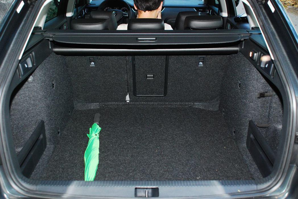 610公升的行李箱容量。圖/記者林昱丞攝影