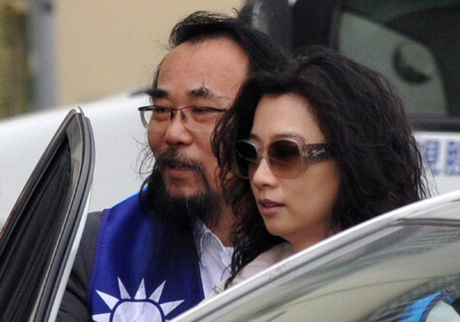宋麗華(右)現任屏東縣議員,被爆出遭前夫蔡豪(左)威脅。圖為2012年報系資料照