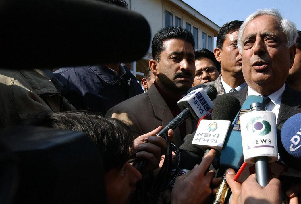 2014年東山再起,率領查謨喀什米爾人民民主黨執政的賽義德,於2016年因病去世...