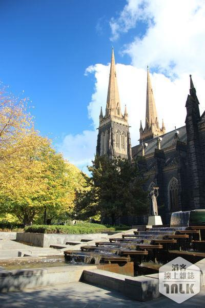 聖派翠克教堂戶外的美景讓許多旅客流連忘返。