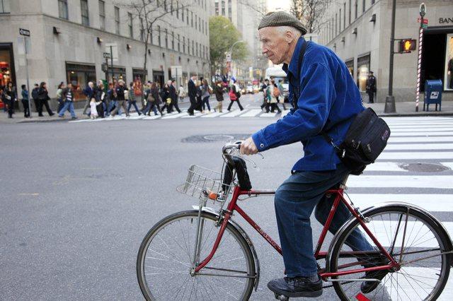 億萬富豪彭博在全球40個城市推廣健康生活型態,包括禁菸、少喝含糖飲料、多騎單車和走路。